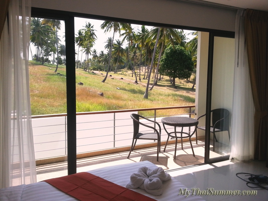 2 bedroom townhouse with common swimming pool  in 850 meters to Choeng Mon beach (house 17)