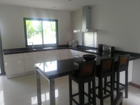 2 bedroom townhouse with common swimming pool  in 850 meters to Choeng Mon beach (house 25)