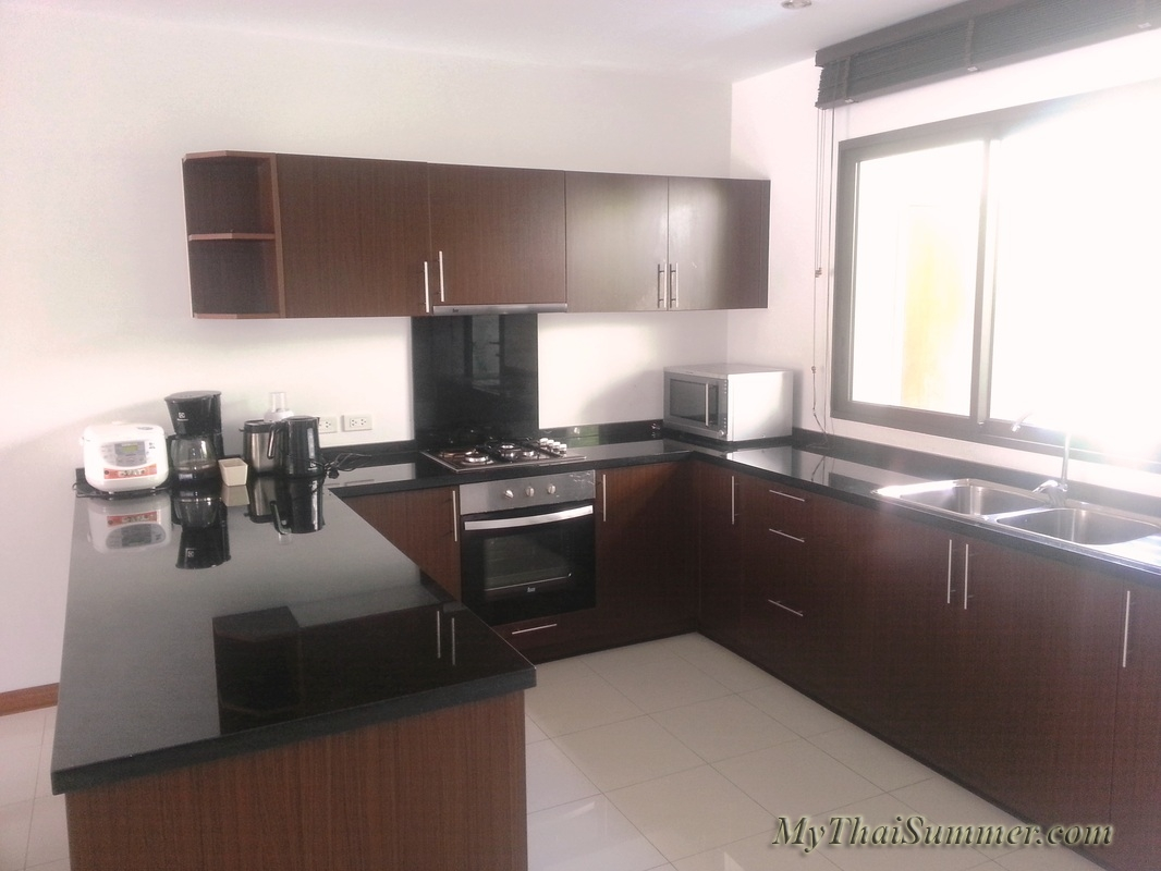 2 bedroom townhouse with common swimming pool  in 850 meters to Choeng Mon beach (house 26)