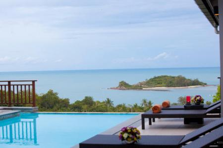 Luxurious 4 bedroom villa, located in 500 meters to Choeng  Mon beach (2)