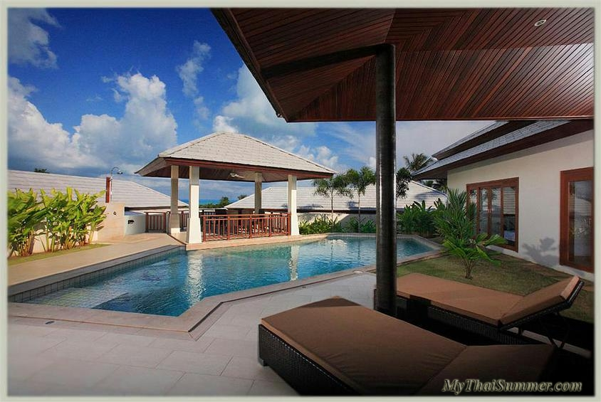 3 bedroom garden villa with private swimming pool, located in 500 meters to Choeng Mon beach