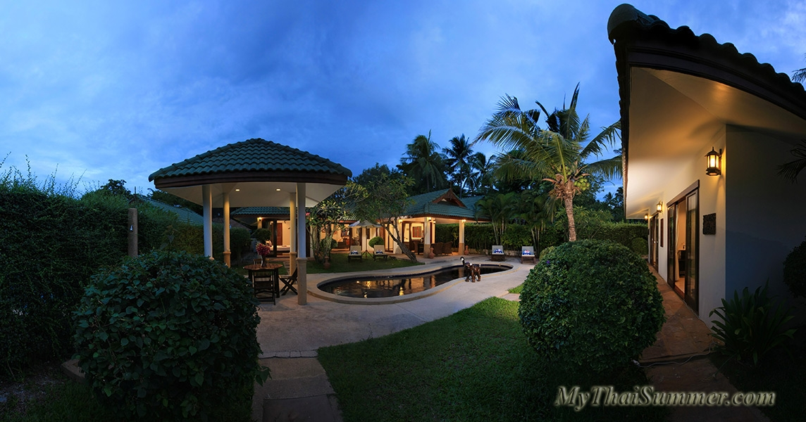 Spacious 4 bedroom villa with access to  secluded sand beach.