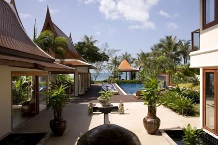 Luxury 5 bedroom beachfront villa , located on Lipa Noi beach