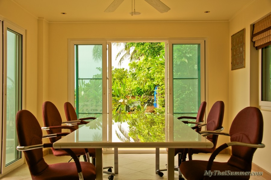 Modern 3 bedroom beachfront villa