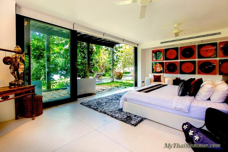 Luxury 5 bedroom villa, located on Chaweng Yai beach (4 bedroom occupancy)
