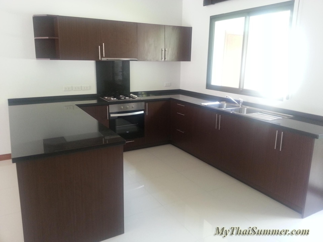 2 bedroom townhouse with common swimming pool  in 850 meters to Choeng Mon beach (house 27)