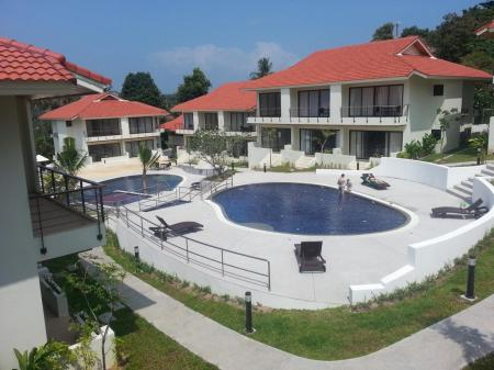 2 bedroom townhouse with common swimming pool  in 850 meters to Choeng Mon beach (house 10)
