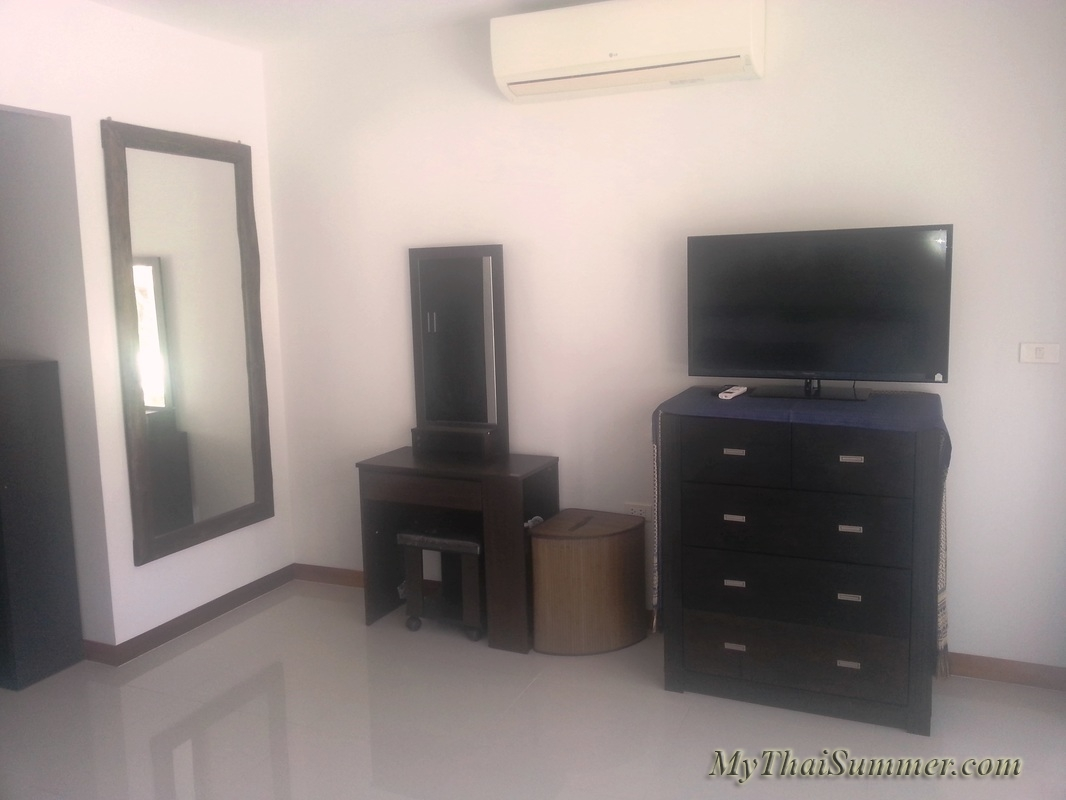 2 bedroom townhouse with common swimming pool  in 850 meters to Choeng Mon beach (house 12)
