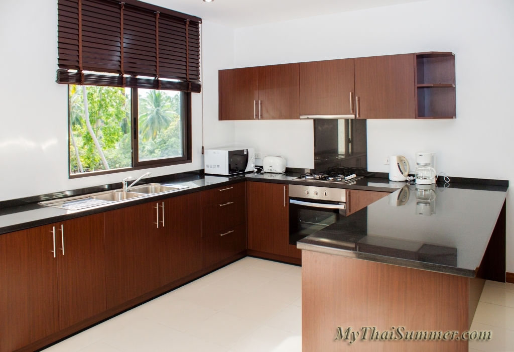 2 bedroom townhouse with common swimming pool  in 850 meters to Choeng Mon beach (house 13)